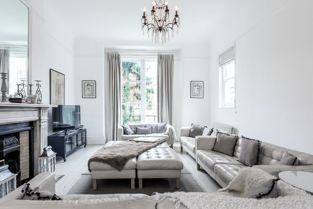 Thumbnail Town house to rent in Hopton Road, London