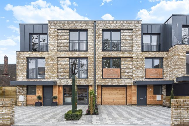 Thumbnail Property for sale in Victoria Drive, London