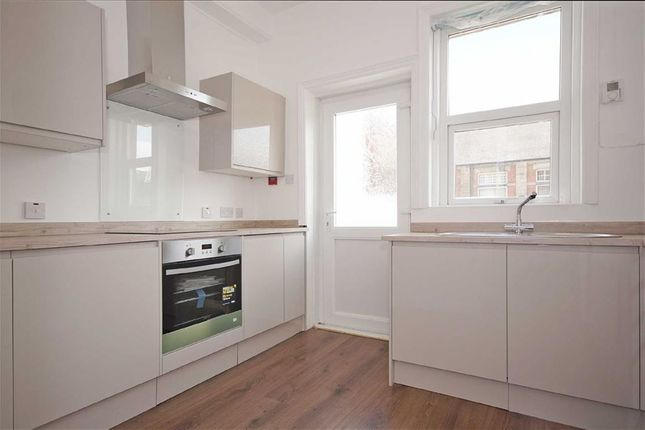 Thumbnail Flat to rent in Dragon Parade, Harrogate, North Yorkshire