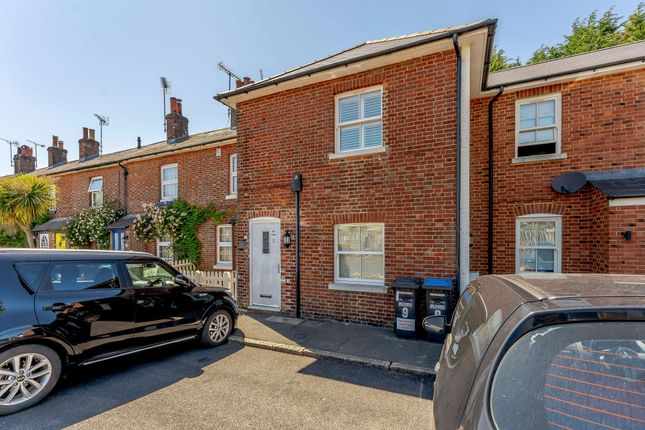 Thumbnail Flat for sale in Station Approach West, Hassocks
