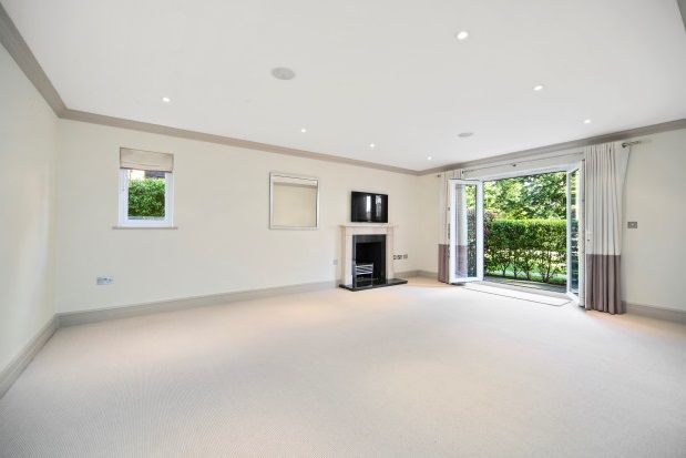 Thumbnail Flat to rent in Gower Road, Weybridge