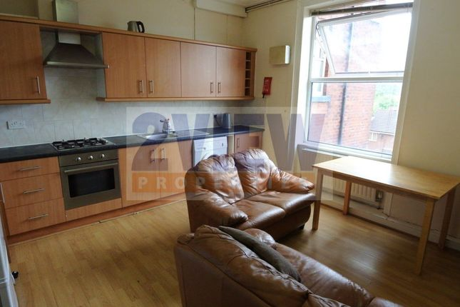 Thumbnail Flat to rent in Blenheim Square, Leeds, West Yorkshire