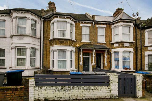 Flat for sale in Nightingale Road, London