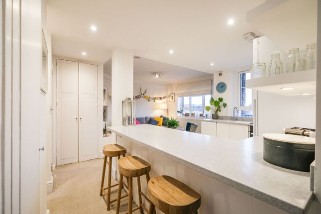 2 bed flat for sale in White City Estate, London W12