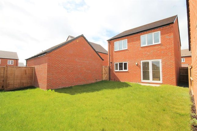 Thumbnail Detached house for sale in Coltsfoot Close, Tamworth