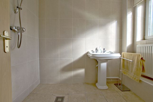 Wet Room of Harbour Avenue, Comberton, Cambridge CB23
