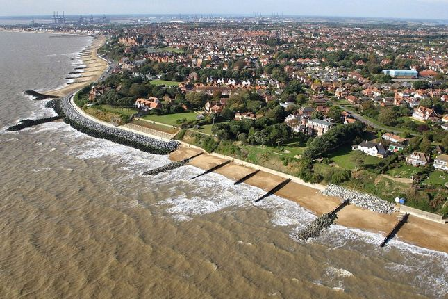 Picture No. 13 of Ferry Road, Felixstowe, Suffolk IP11