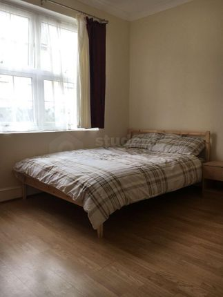 Thumbnail Shared accommodation to rent in Pagitt Street, Chatham