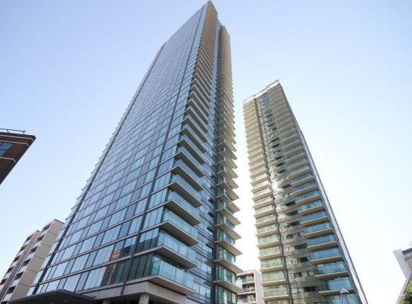 Thumbnail Flat to rent in Landmark Building, West Tower, Canary Wharf, Canary Wharf, South Quay, England