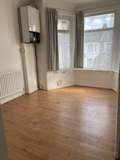 1 bed flat to rent in Cambridge Road, Ilford IG3