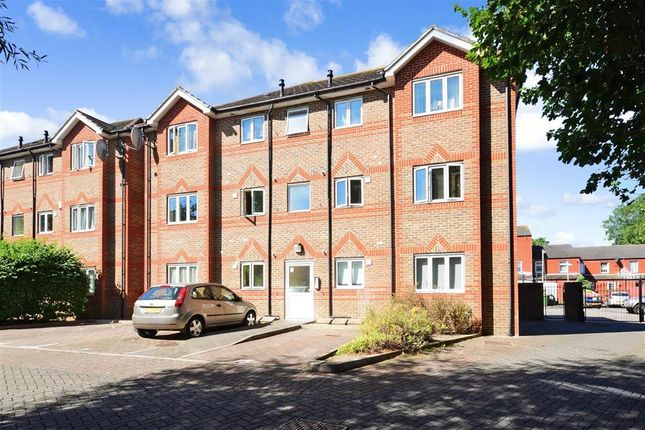 Thumbnail Flat for sale in Clayburn Circle, Basildon, Essex