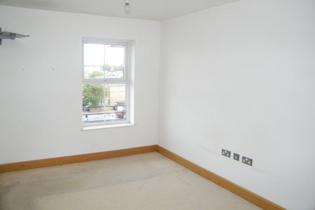 2 bed flat to rent in Kew Court, Kingston Upon Thames KT2