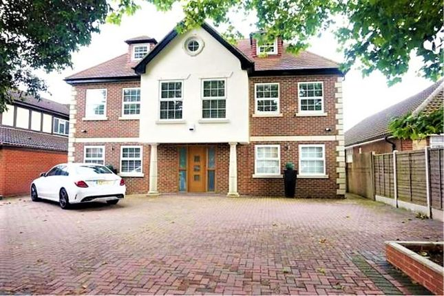 Detached house to rent in Chigwell, Manor Rd