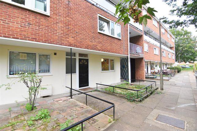 Thumbnail Maisonette to rent in Dilton Gardens, London