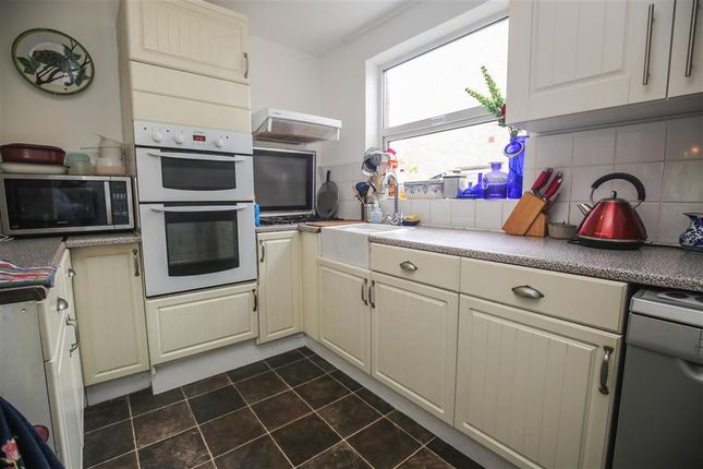 Thumbnail Town house for sale in Courtwood Lane, Forestdale, Croydon, Surrey