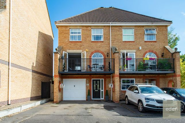Thumbnail Town house for sale in Rayleigh Close, Allington