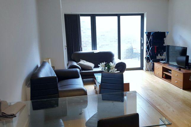 3 bed flat to rent in Boleyn Road, London