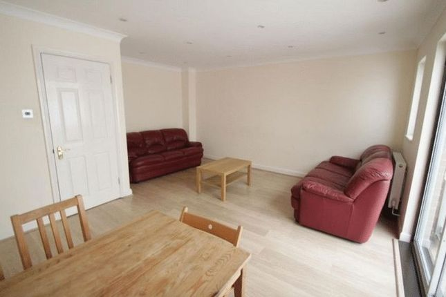 4 bed property to rent in Oxley Close, London