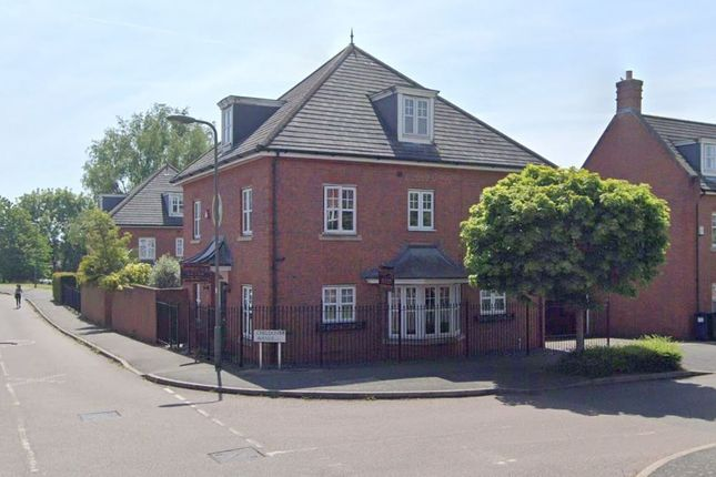 Detached house to rent in Kingsbridge Drive, London
