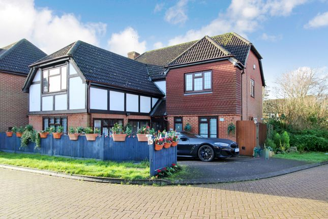 Thumbnail Detached house for sale in Weald Close, Locks Heath