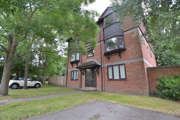 1 bed flat for sale in Cherberry Close, Fleet
