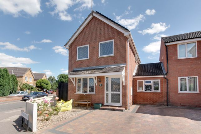 Thumbnail Link-detached house for sale in Hunters Ridge, Highwoods, Colchester