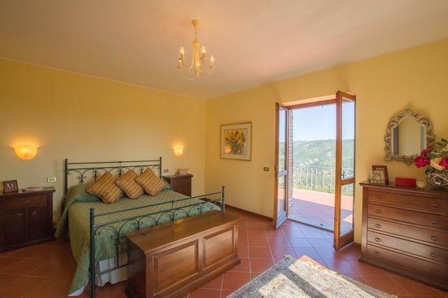 Montone A Piedi, Montone, Green Bedroom With View