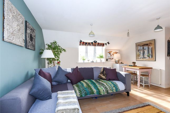 Thumbnail Flat to rent in Harvest Way, Witney