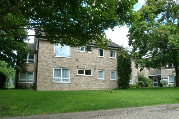 Thumbnail Flat for sale in Northcroft, Wooburn Green, High Wycombe