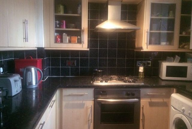 Thumbnail Flat to rent in Old Castle Street, London