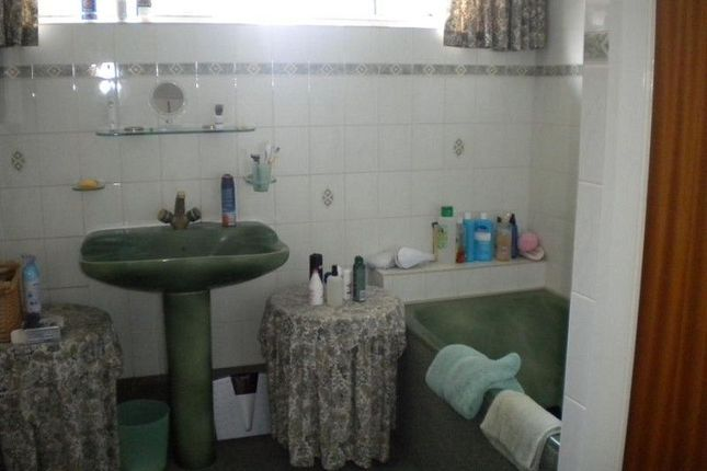 Bathroom of Hunters Lodge Pontynyswen, Nantgaredig, Carmarthen, Carmarthenshire. SA32