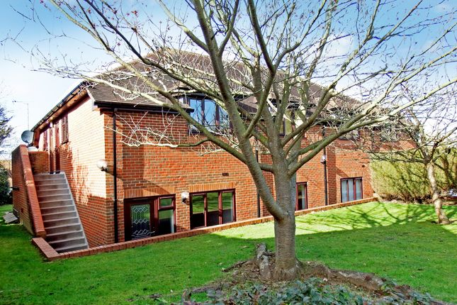 Thumbnail Maisonette to rent in Portsmouth Road, Ripley, Woking