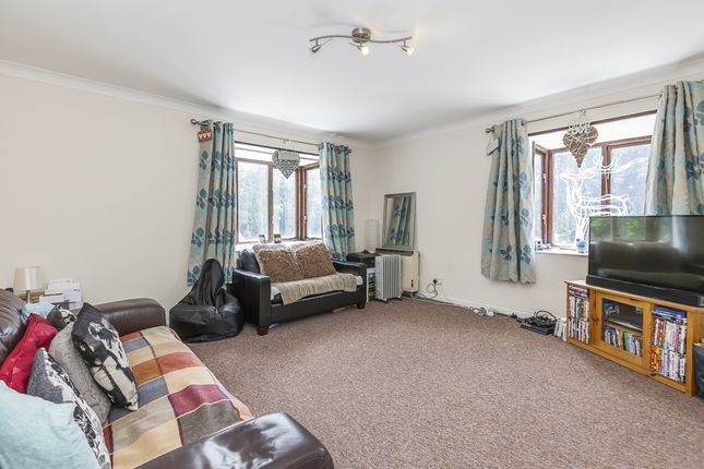 Thumbnail Flat to rent in Westhorne Avenue, London