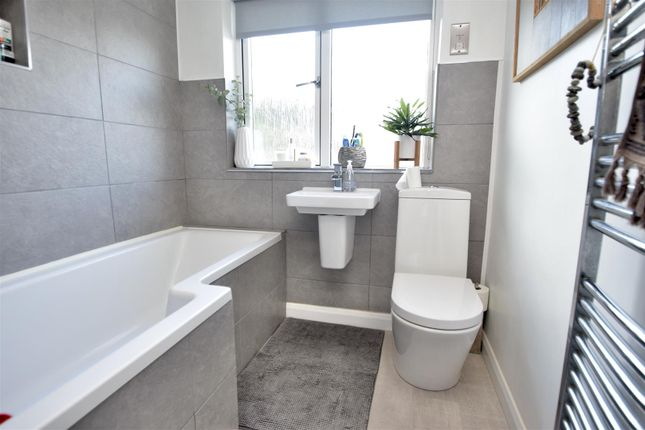 Bathroom of Grovehill Crescent, Falmouth TR11
