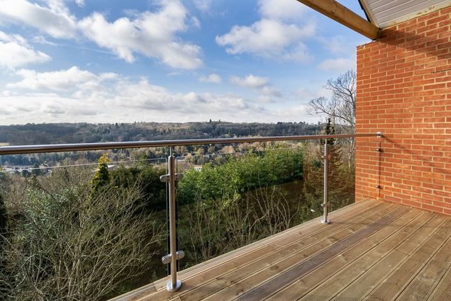 Thumbnail Flat for sale in Westview Road, Warlingham