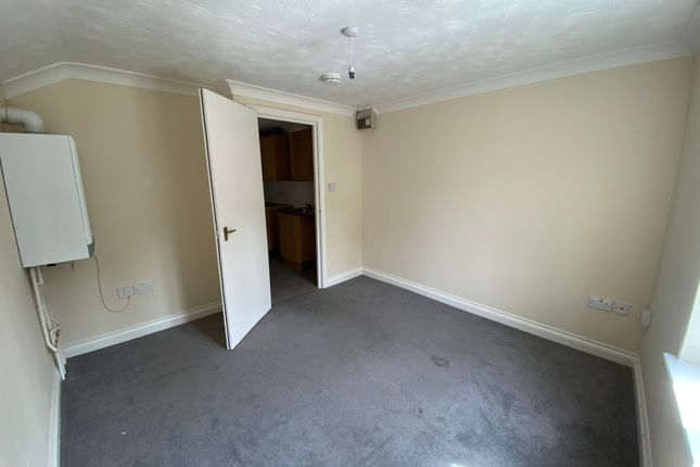 Thumbnail 1 bed flat to rent in Suffolk Road, Lowestoft