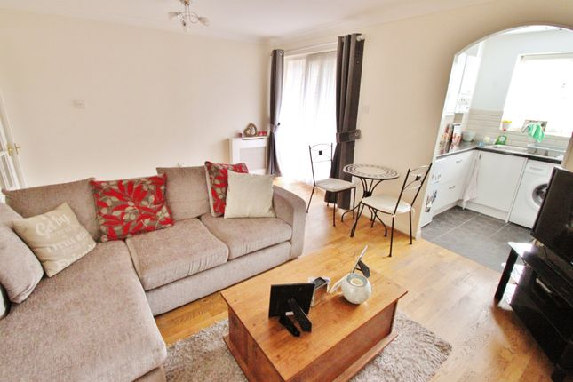 Thumbnail Maisonette to rent in Beechcroft Road, South Woodford, London