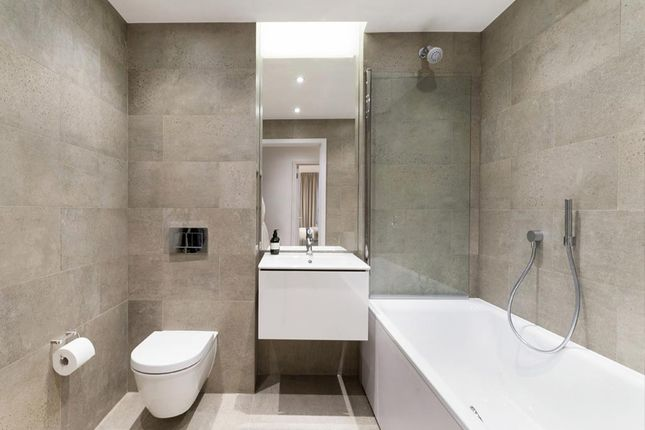 Bathroom of Apartment 39, Third Floor, 215A Balham High Road, Balham SW17