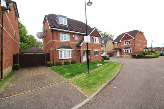 Property to rent in Wellsfield, Bushey