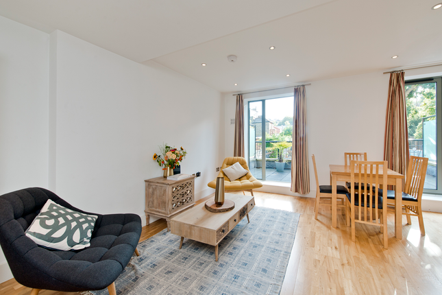 2 bed flat for sale in Underhill Road, London