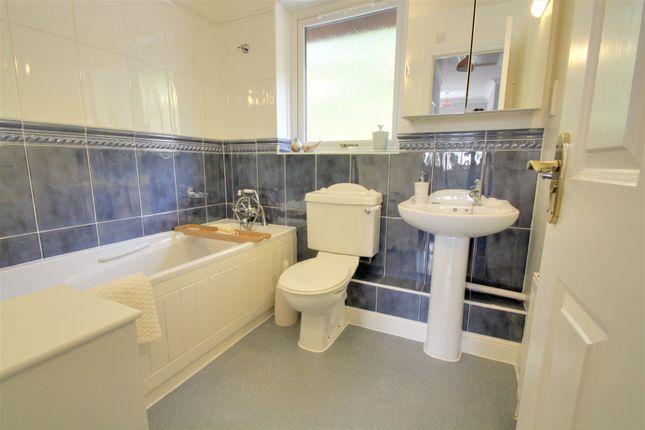 Family Bathroom of Fullaford Park, Buckfastleigh TQ11