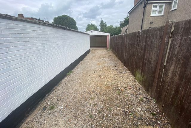 Thumbnail Parking/garage to let in Amberwood Rise, New Malden