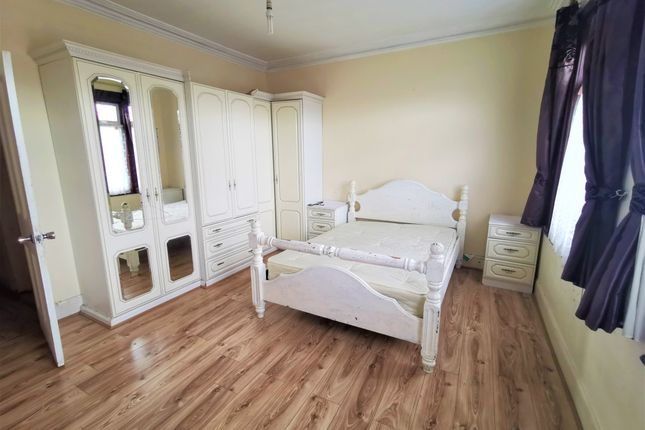 Thumbnail Terraced house to rent in Buntingbridge Road, Ilford