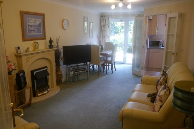 Thumbnail Flat to rent in Milward Court Warwick Road, Reading