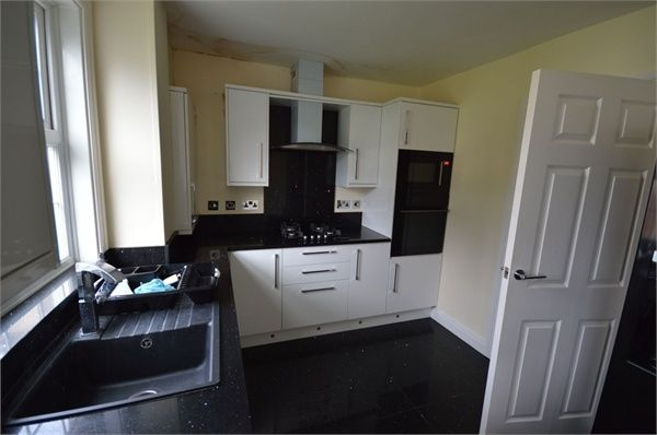 3 bed terraced house to rent in Manford Way, Chigwell, Essex