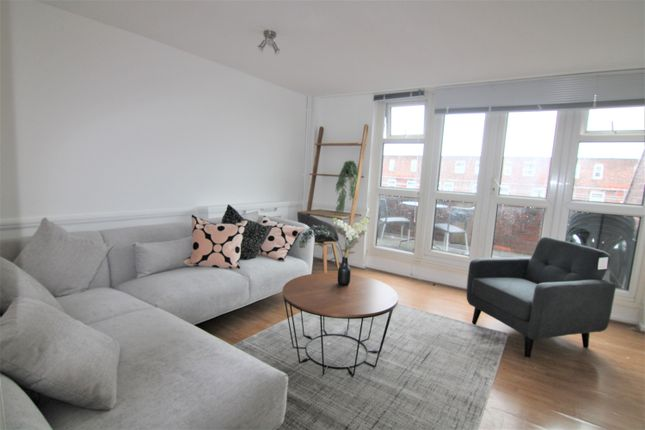 Thumbnail Flat to rent in Mowatt Close, Archway