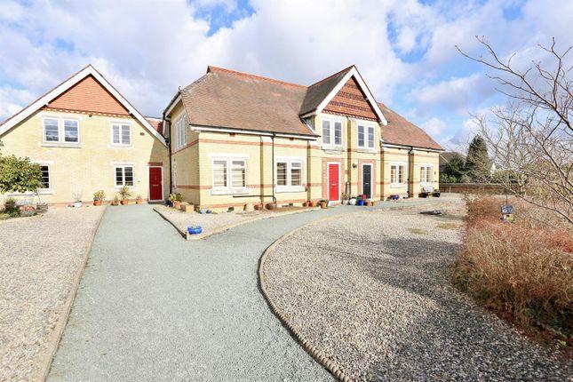Thumbnail Flat for sale in Starts Hill Road, Farnborough, Orpington