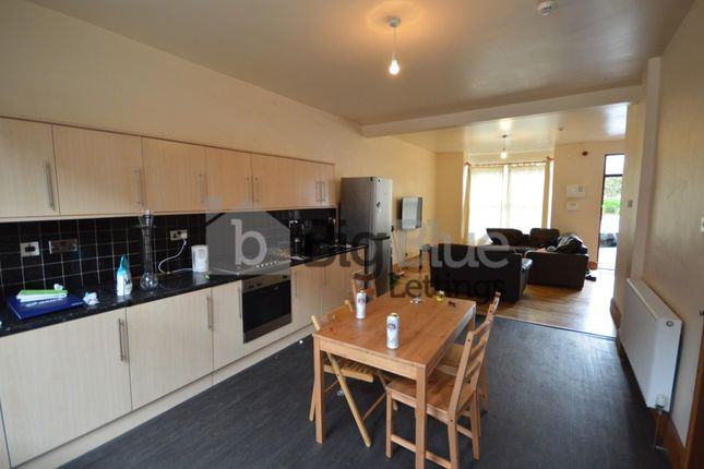 Thumbnail Terraced house to rent in 51 Richmond Avenue, Hyde Park, Seven Bed, Leeds