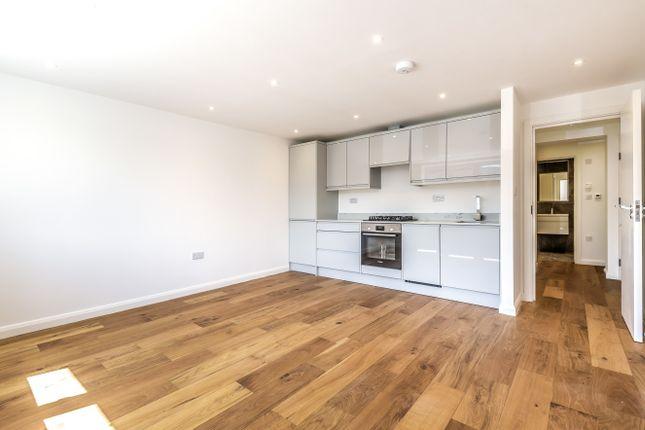 Thumbnail Flat for sale in Framlingham Crescent, London