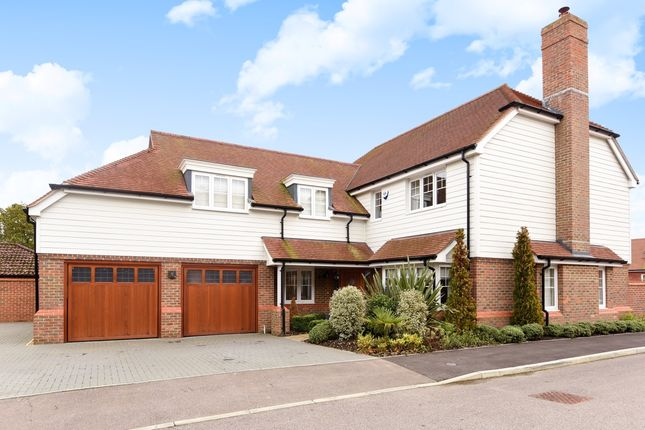 5 bed detached house to rent in Firs Close, Horsham